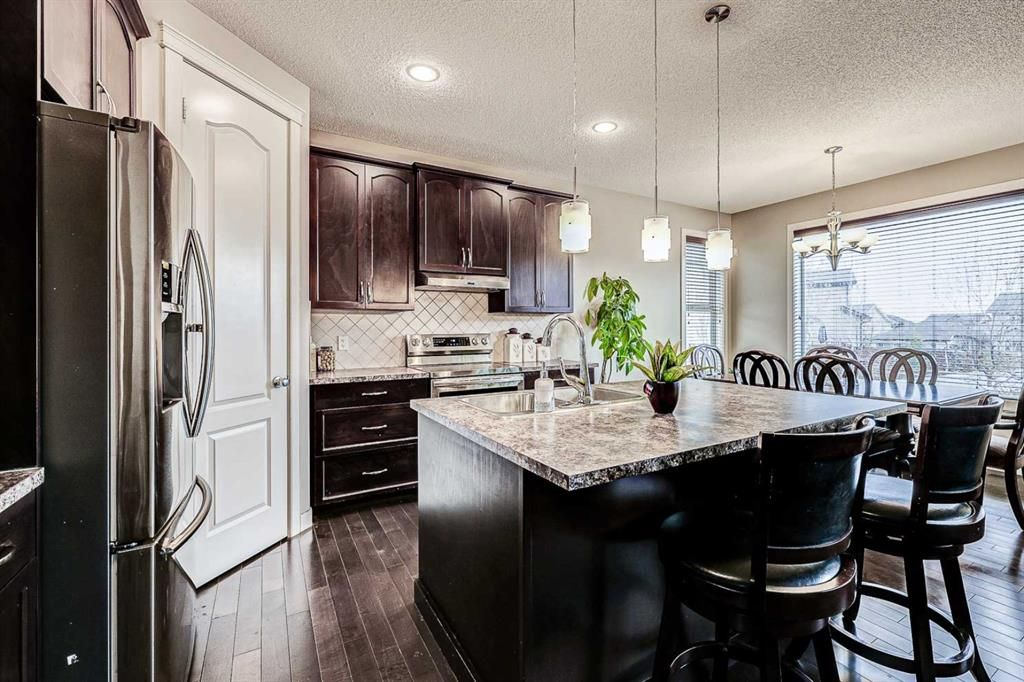 Photo 8: Photos: 200 EVERBROOK Drive SW in Calgary: Evergreen Detached for sale : MLS®# A1102109