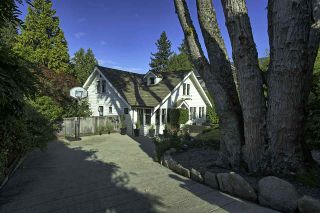 """Photo 2: 2044 QUILCHENA Place in Vancouver: Quilchena House for sale in """"QUILCHENA"""" (Vancouver West)  : MLS®# R2507299"""