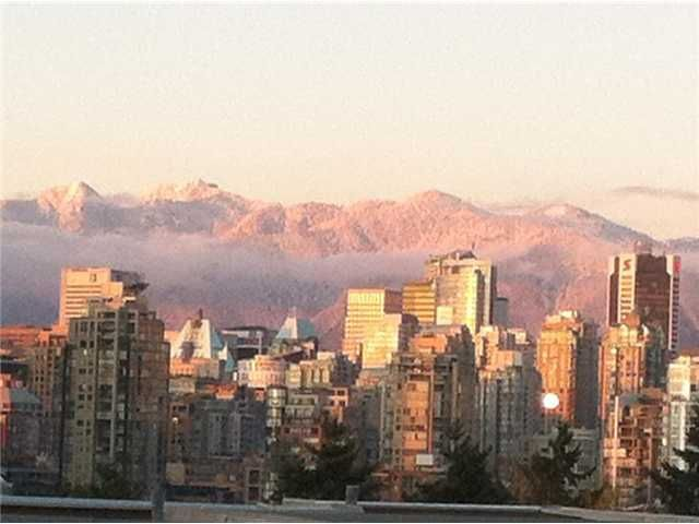 """Main Photo: 105 953 W 8TH Avenue in Vancouver: Fairview VW Condo for sale in """"Southport"""" (Vancouver West)  : MLS®# V984908"""