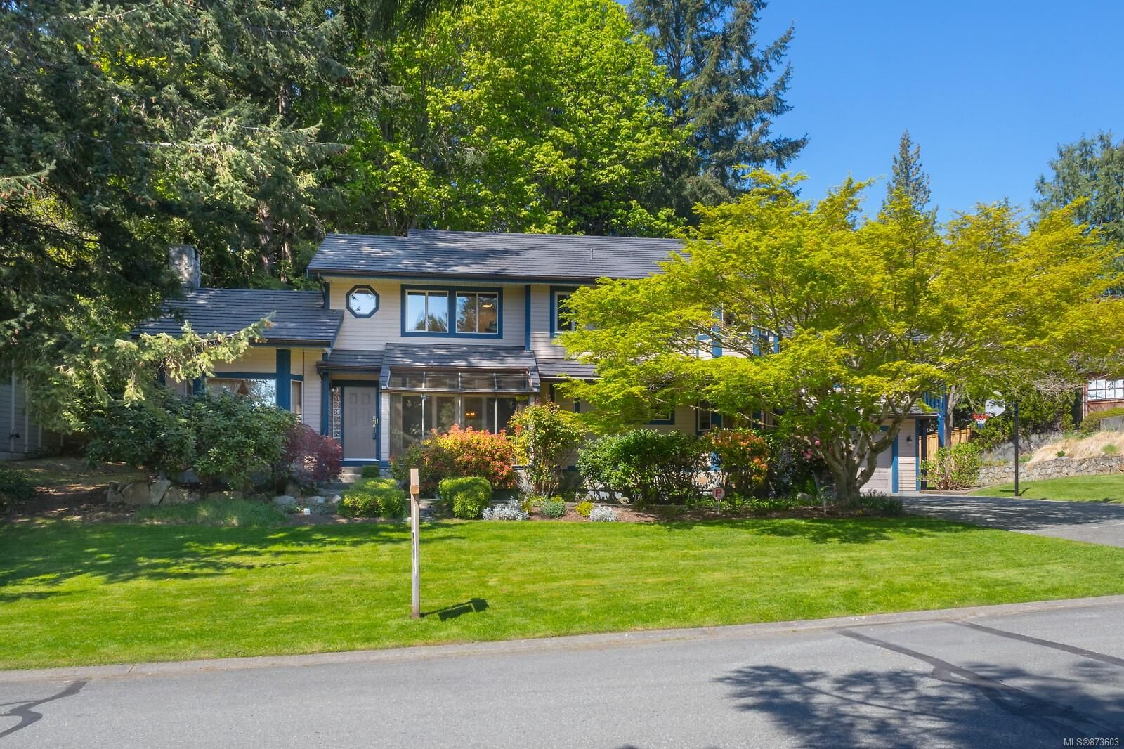 Main Photo: 1740 Lopez Pl in North Saanich: NS Dean Park House for sale : MLS®# 873603