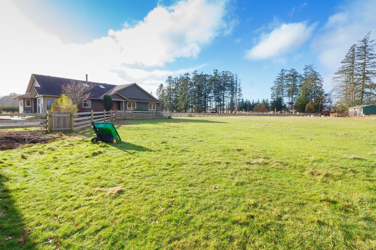 Photo 2: Photos: 1230 Hodges Rd in : PQ French Creek House for sale (Parksville/Qualicum)  : MLS®# 863231