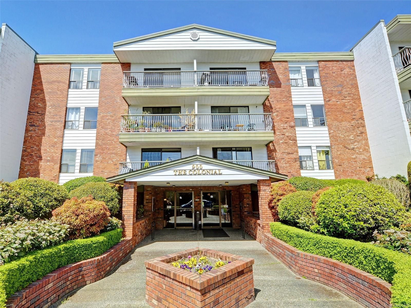 Main Photo: 404 900 Tolmie Ave in : SE Quadra Condo for sale (Saanich East)  : MLS®# 870979