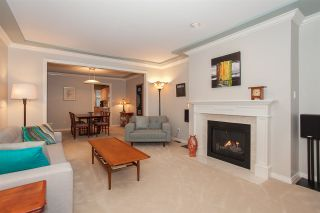"""Photo 4: 6167 W BOUNDARY Drive in Surrey: Panorama Ridge Townhouse for sale in """"LAKEWOOD GARDENS IN BOUNDARY PARK"""" : MLS®# R2133410"""