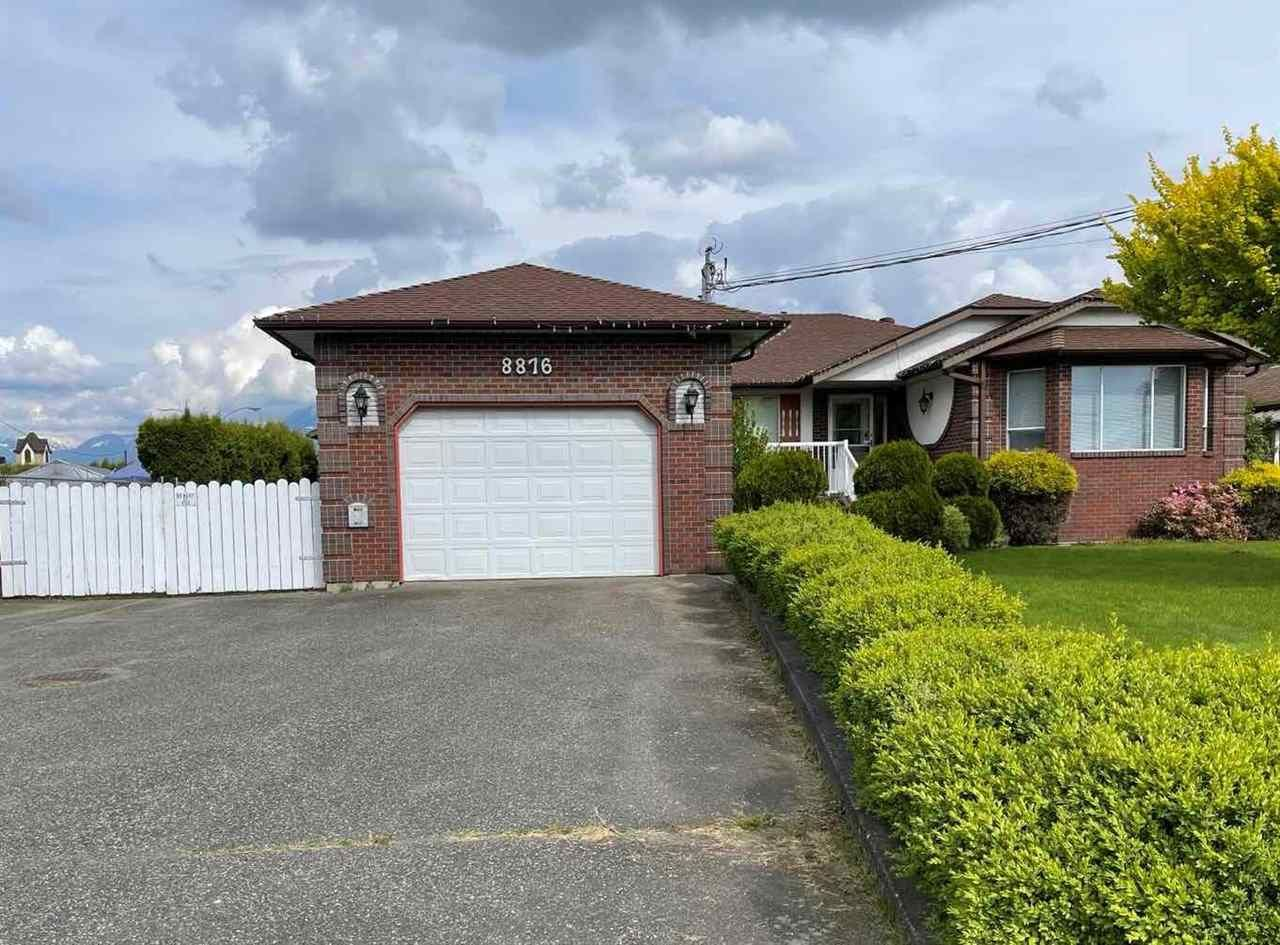 Main Photo: 8876 BROADWAY Street in Chilliwack: Chilliwack E Young-Yale House for sale : MLS®# R2578773