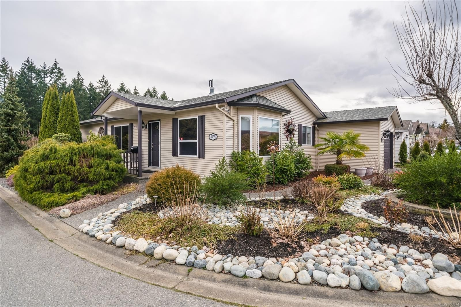 Main Photo: 3935 Excalibur St in : Na North Jingle Pot Manufactured Home for sale (Nanaimo)  : MLS®# 868874