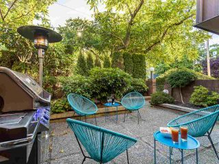 """Photo 2: 5560 YEW Street in Vancouver: Kerrisdale Townhouse for sale in """"The Diplomat"""" (Vancouver West)  : MLS®# R2553086"""
