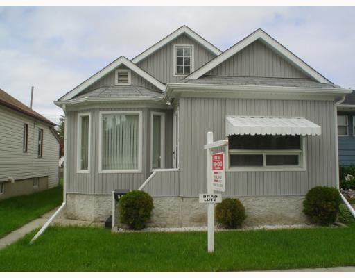 Main Photo: 549 WINDSOR Avenue in WINNIPEG: East Kildonan Single Family Detached for sale (North East Winnipeg)  : MLS®# 2708227
