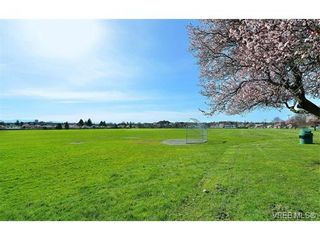Photo 19: 405 1875 Lansdowne Rd in VICTORIA: SE Camosun Condo for sale (Saanich East)  : MLS®# 752217