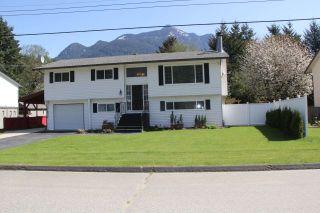 """Photo 1: 21034 RIVERVIEW Drive in Hope: Hope Kawkawa Lake House for sale in """"Kawkawa Lake"""" : MLS®# R2279825"""