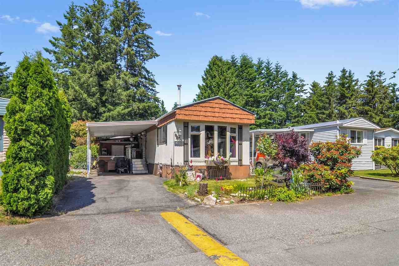 """Main Photo: 33 2305 200 Street in Langley: Brookswood Langley Manufactured Home for sale in """"Cedar Lane Park"""" : MLS®# R2465102"""