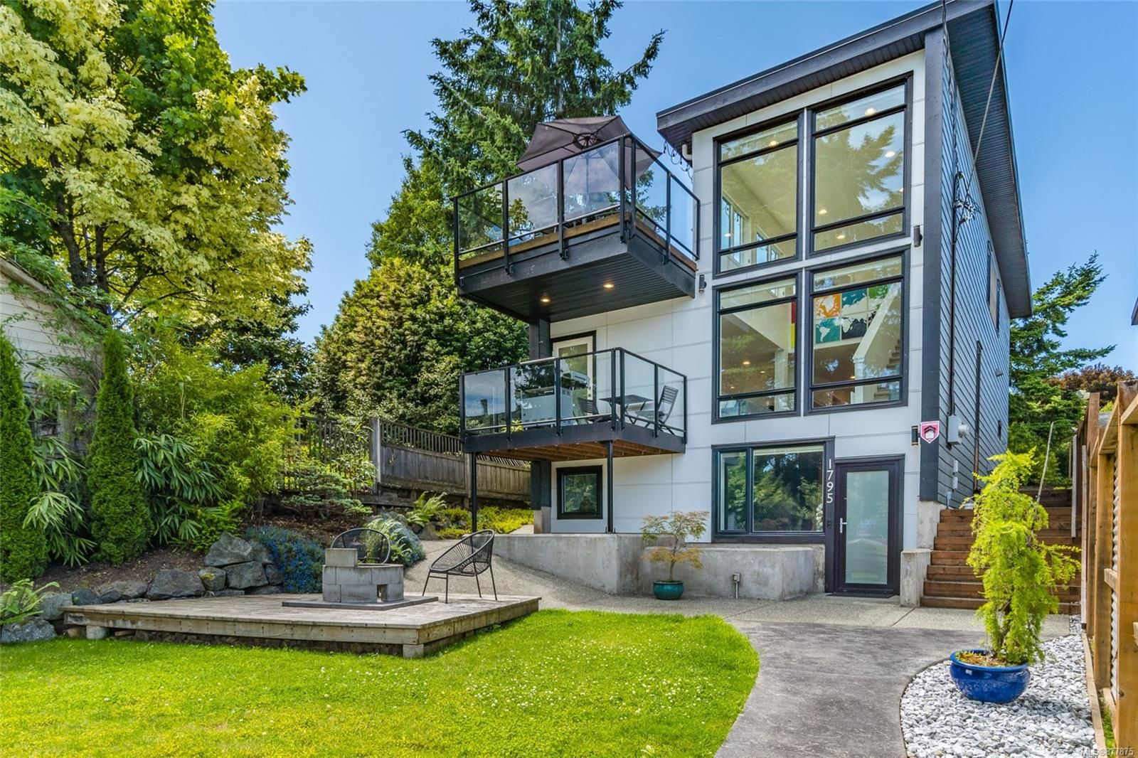 Main Photo: 1795 Stewart Ave in : Na Brechin Hill House for sale (Nanaimo)  : MLS®# 877875