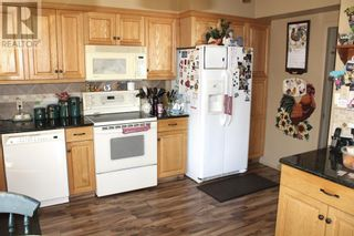 Photo 3: 2210 9 Avenue S in Lethbridge: House for sale : MLS®# A1143838