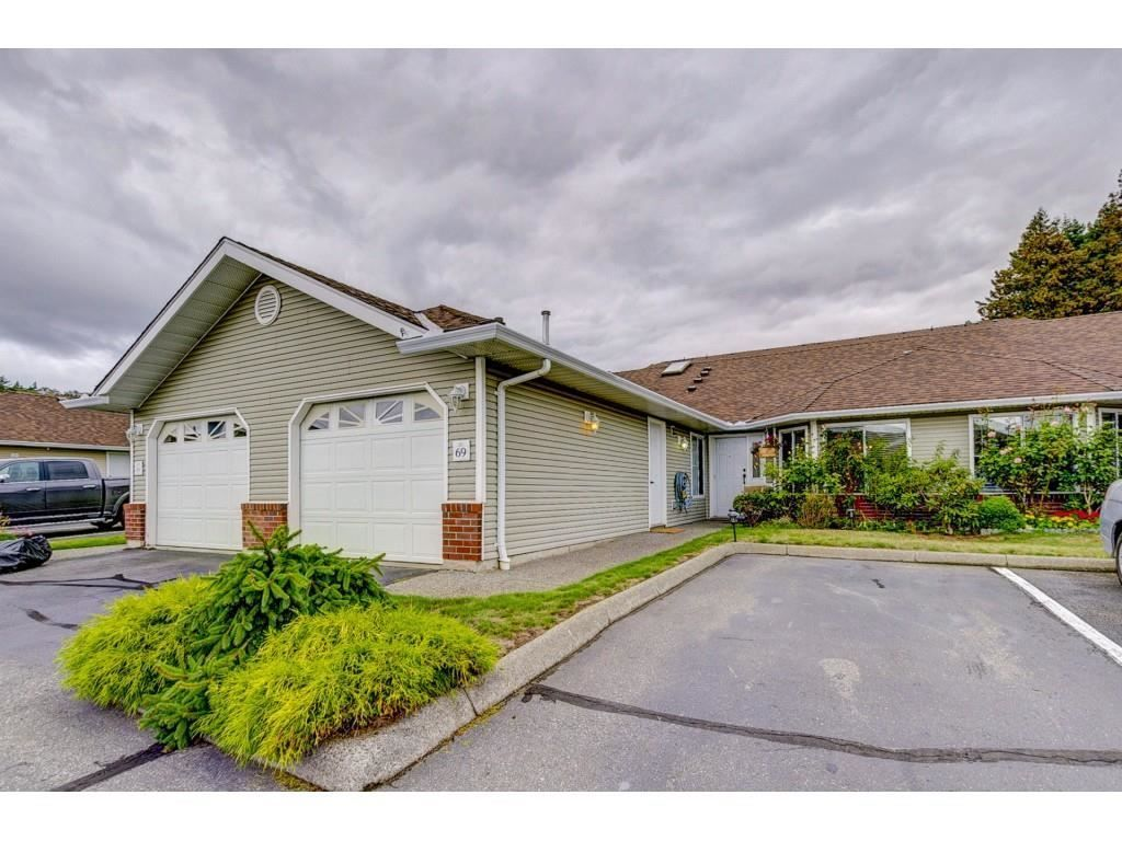"""Main Photo: 69 1973 WINFIELD Drive in Abbotsford: Abbotsford East Townhouse for sale in """"Belmont Ridge"""" : MLS®# R2402729"""