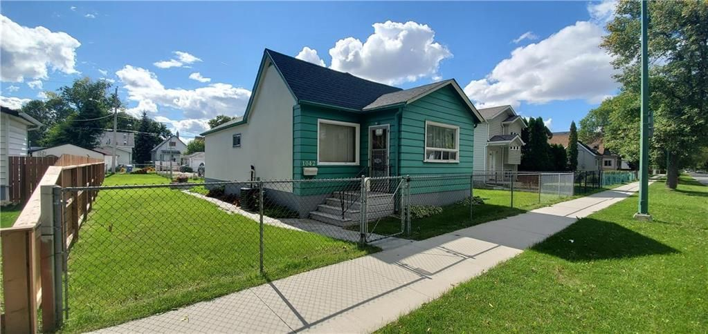 Main Photo: 1042 Redwood Avenue in Winnipeg: Shaughnessy Heights Residential for sale (4B)  : MLS®# 202122448