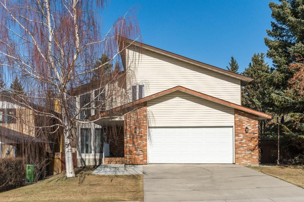 Main Photo: 5879 Dalcastle Drive NW in Calgary: Dalhousie Detached for sale : MLS®# A1087735