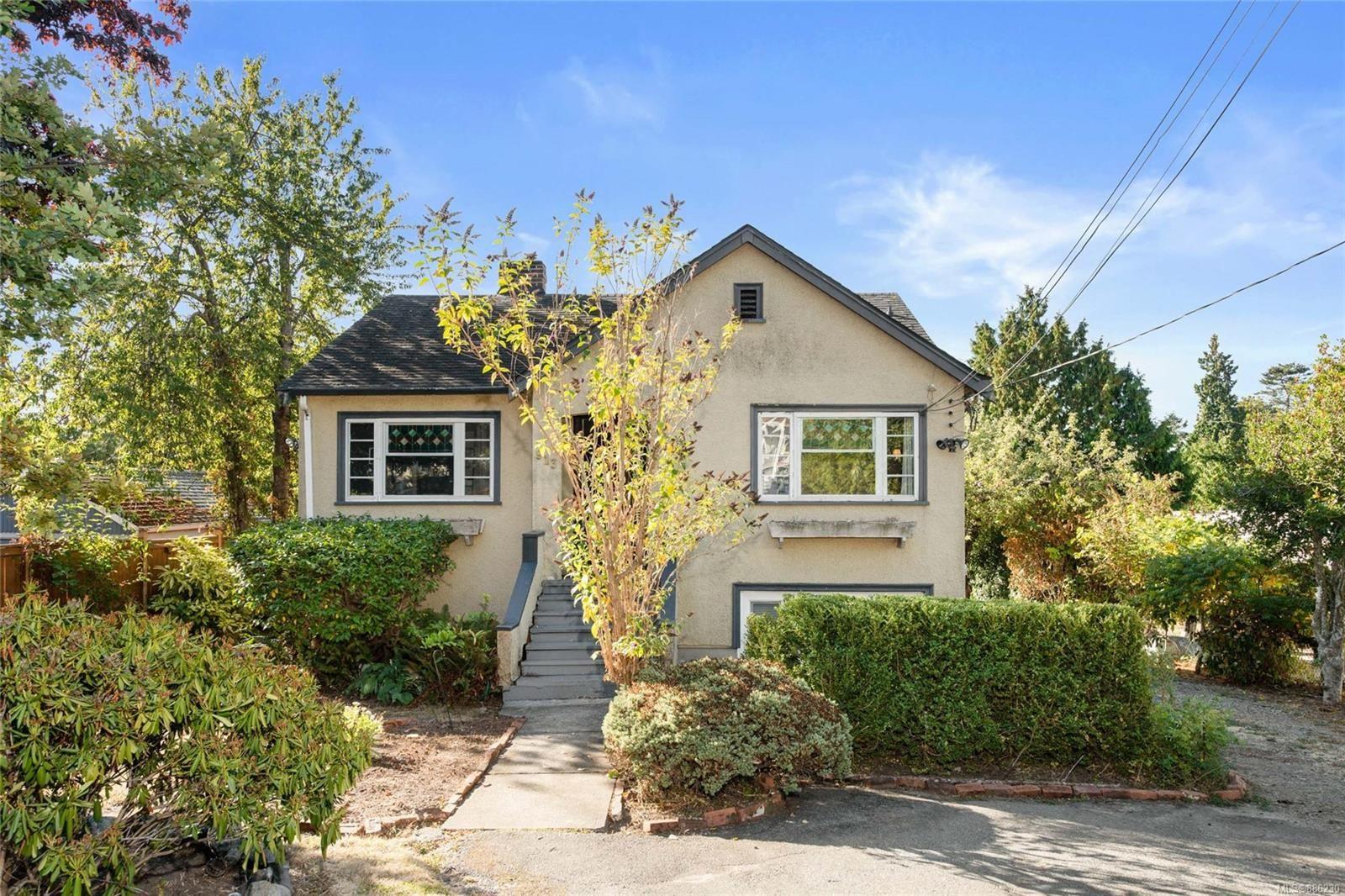 Main Photo: 913 Darwin Ave in : SW Gateway House for sale (Saanich West)  : MLS®# 886230