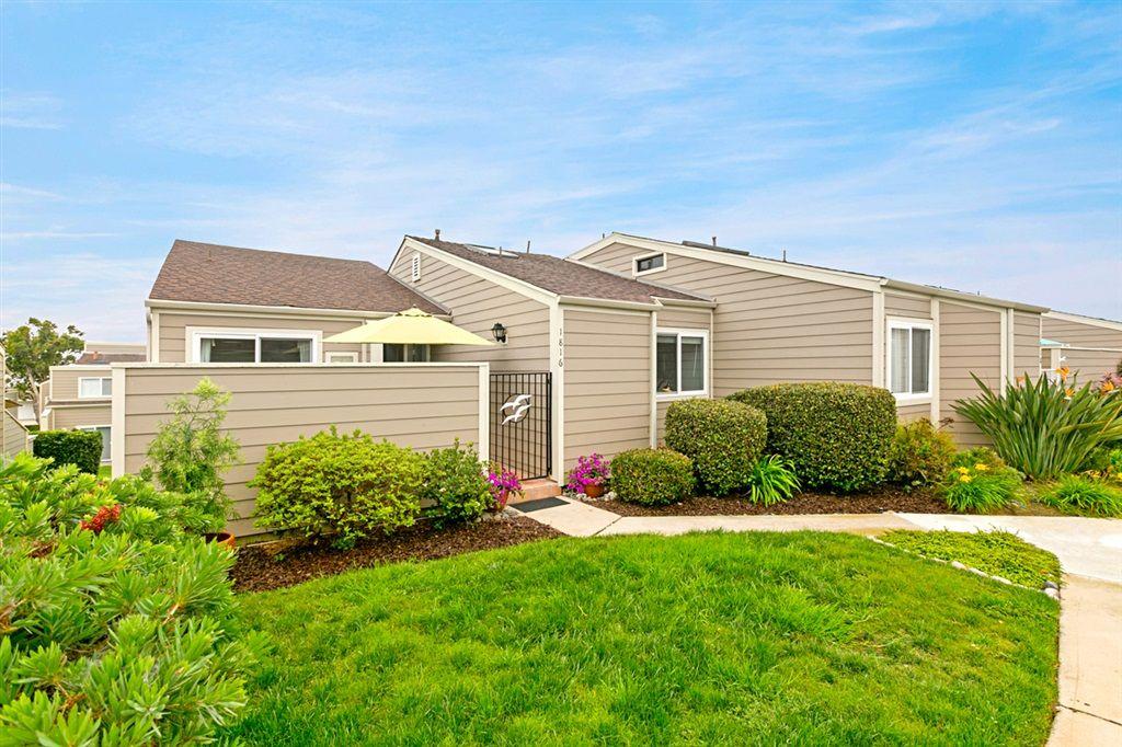 Photo 2: Photos: ENCINITAS Townhouse for sale : 3 bedrooms : 1816 Wilton Rd.