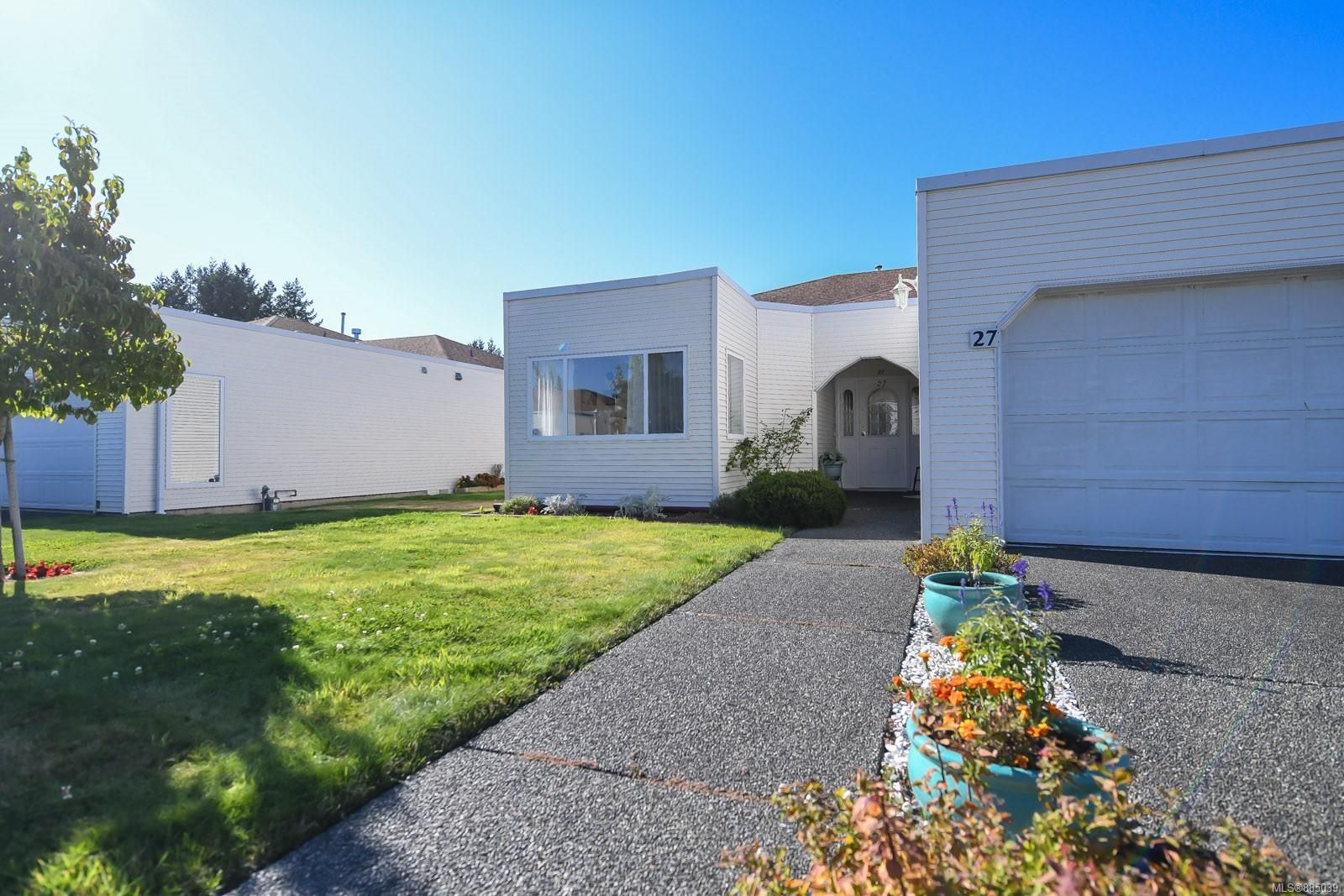 Main Photo: 27 677 Bunting Pl in : CV Comox (Town of) Row/Townhouse for sale (Comox Valley)  : MLS®# 885039