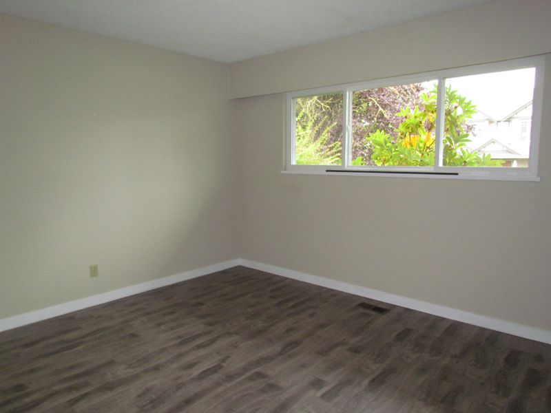 Photo 6: Photos: 2681 Victoria Street in Abbotsford: Clearbrook House for rent