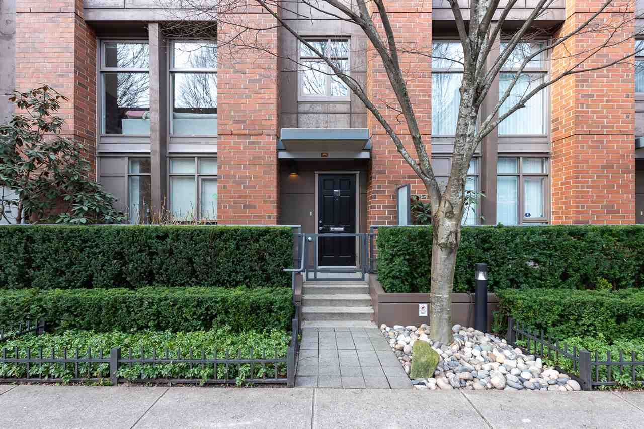 """Main Photo: 1009 HOMER Street in Vancouver: Yaletown Townhouse for sale in """"The Bentley"""" (Vancouver West)  : MLS®# R2542443"""