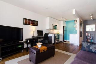 Photo 3: 211 2125 W 2ND Avenue in Vancouver: Kitsilano Condo for sale (Vancouver West)  : MLS®# V971521