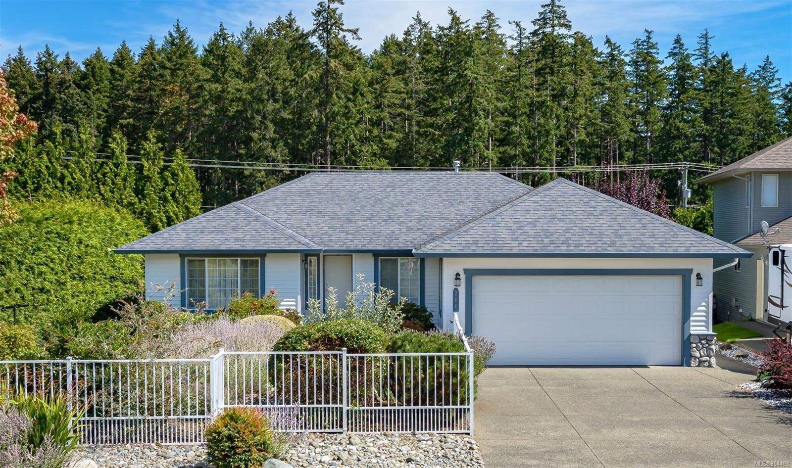 Main Photo: 711 Moralee Dr in : CV Comox (Town of) House for sale (Comox Valley)  : MLS®# 854493
