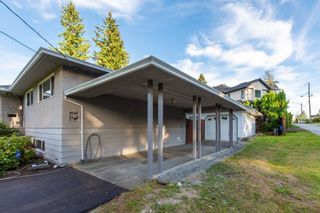 """Photo 3: 1214 RIDGE Court in Coquitlam: Harbour Chines House for sale in """"Harbour Chines"""" : MLS®# R2417977"""