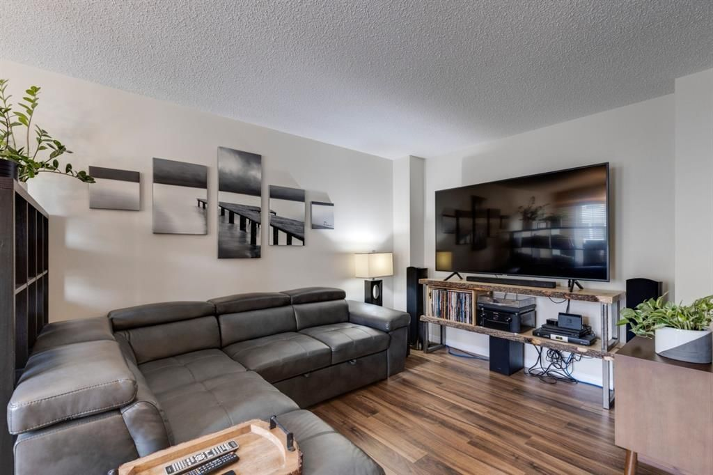 Photo 4: Photos: 108 Windstone Mews SW: Airdrie Row/Townhouse for sale : MLS®# A1142161