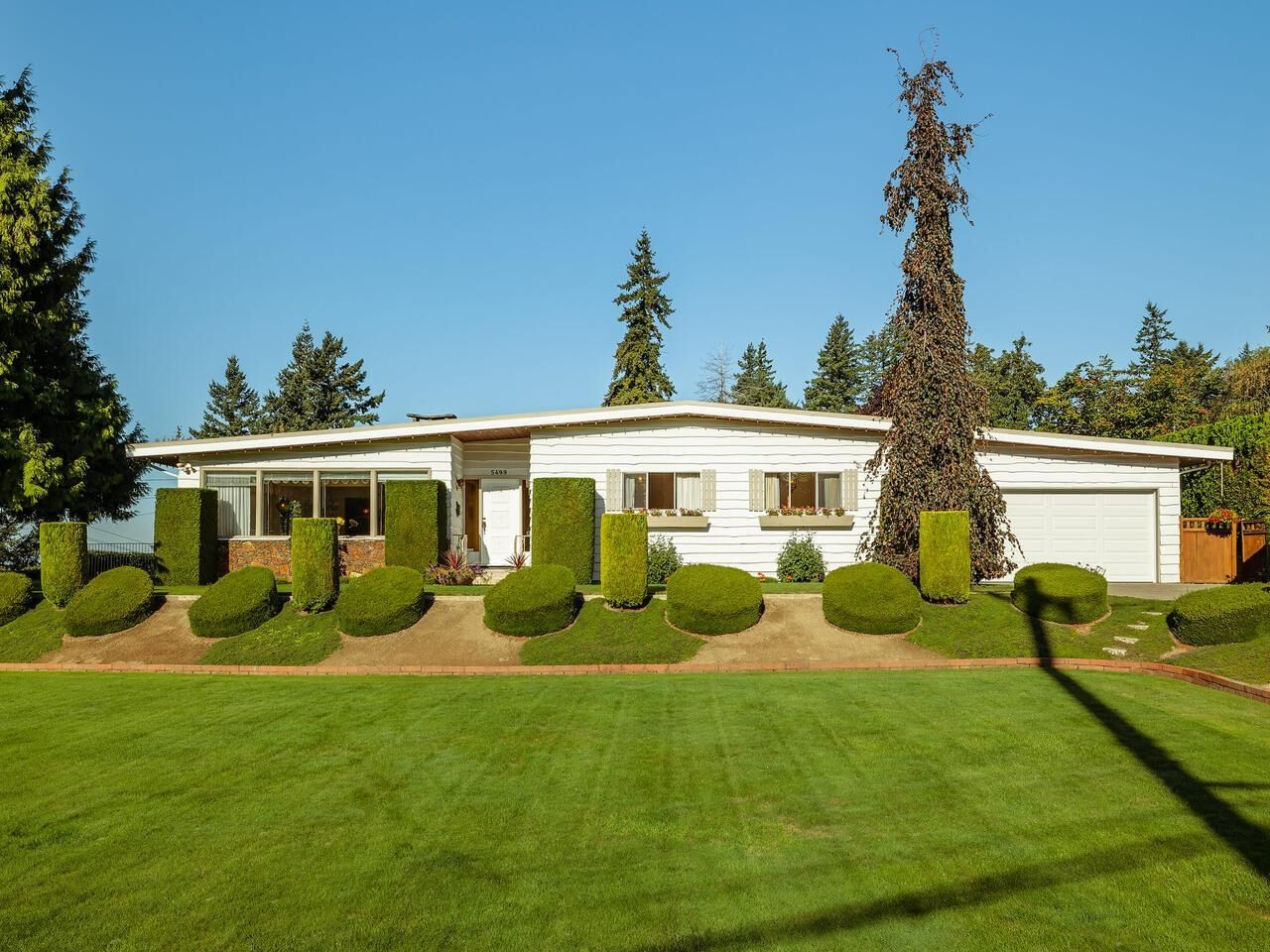 """Main Photo: 5499 120 Street in Delta: Sunshine Hills Woods House for sale in """"PANORAMA RIDGE"""" (N. Delta)  : MLS®# R2614344"""