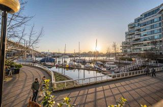"Photo 32: 1102 1501 HOWE Street in Vancouver: Yaletown Condo for sale in ""888 BEACH"" (Vancouver West)  : MLS®# R2554101"