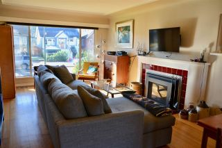Photo 2: 2625 WILLIAM Street in Vancouver: Renfrew VE House for sale (Vancouver East)  : MLS®# R2354024