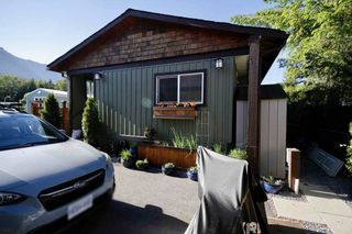 Photo 2: 113 40157 GOVERNMENT Road in Squamish: Garibaldi Highlands Manufactured Home for sale : MLS®# R2591854