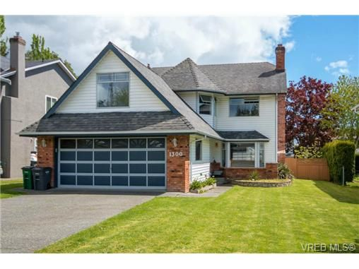 Main Photo: 1300 Layritz Pl in VICTORIA: SW Layritz House for sale (Saanich West)  : MLS®# 700701