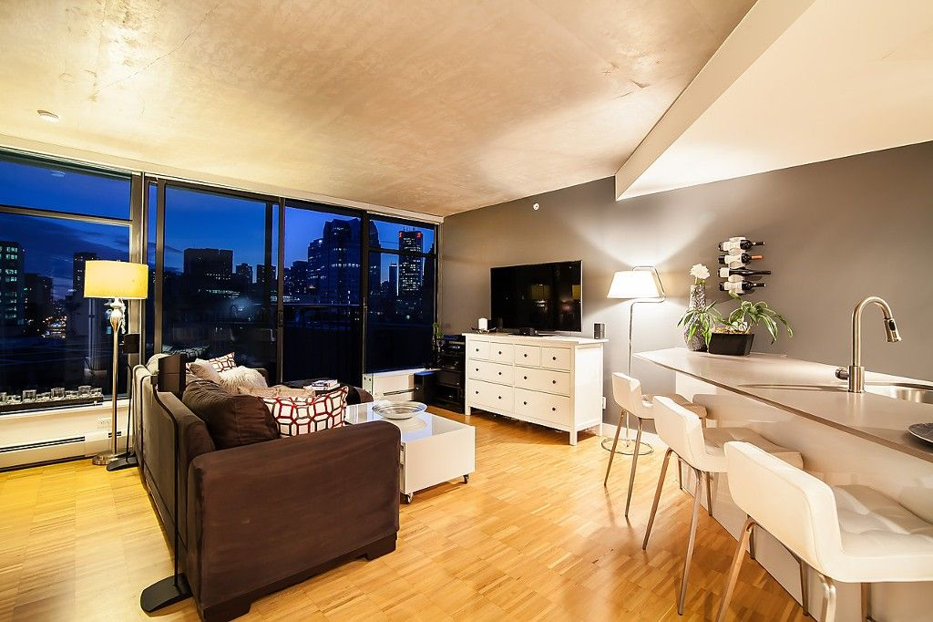 """Main Photo: 1407 128 W CORDOVA Street in Vancouver: Downtown VW Condo for sale in """"Woodwards W43"""" (Vancouver West)  : MLS®# V1084307"""