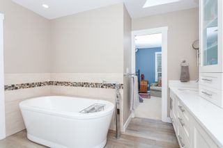 Photo 12: 1613 142 STREET in Surrey: Sunnyside Park Surrey House for sale (South Surrey White Rock)  : MLS®# R2030675
