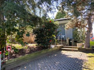 """Photo 10: 867 KENT Street: White Rock House for sale in """"East Beach White Rock"""" (South Surrey White Rock)  : MLS®# R2564324"""