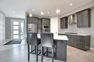 Photo 4: 622 20 Avenue NW in Calgary: Mount Pleasant Semi Detached for sale : MLS®# A1120520