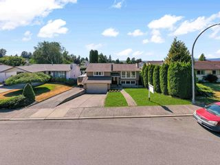 """Photo 3: 3747 SANDY HILL Crescent in Abbotsford: Abbotsford East House for sale in """"Sandy Hill"""" : MLS®# R2601199"""