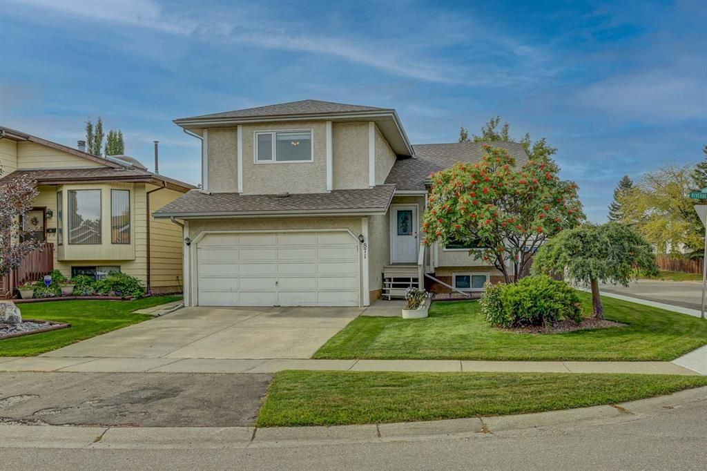 Main Photo: 871 Riverbend Drive SE in Calgary: Riverbend Detached for sale : MLS®# A1151442