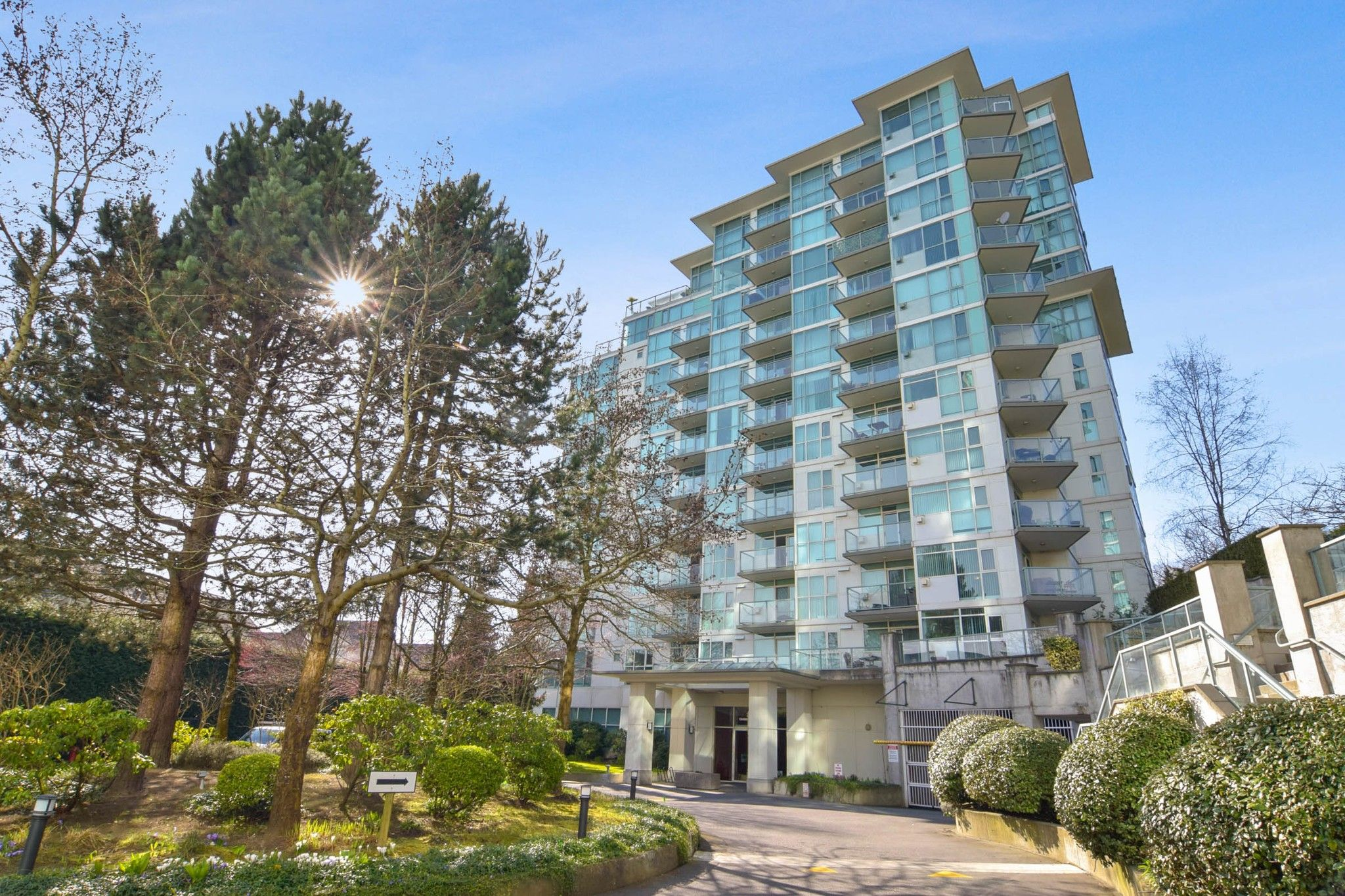 """Main Photo: 710 2733 CHANDLERY Place in Vancouver: South Marine Condo for sale in """"River Dance"""" (Vancouver East)  : MLS®# R2553020"""