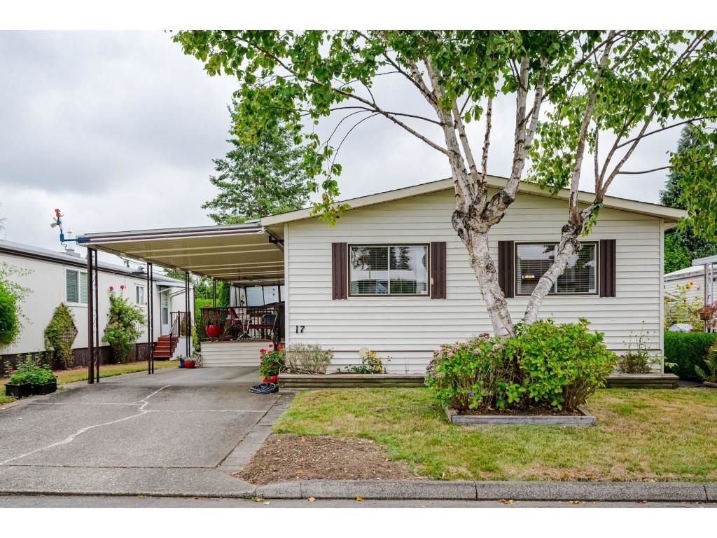 """Main Photo: 17 8670 156 Street in Surrey: Fleetwood Tynehead Manufactured Home for sale in """"WESTWOOD COURT"""" : MLS®# R2612269"""