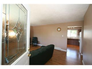 Photo 3: 1111 HUNTERSTON Road NW in CALGARY: Huntington Hills Residential Detached Single Family for sale (Calgary)  : MLS®# C3624233