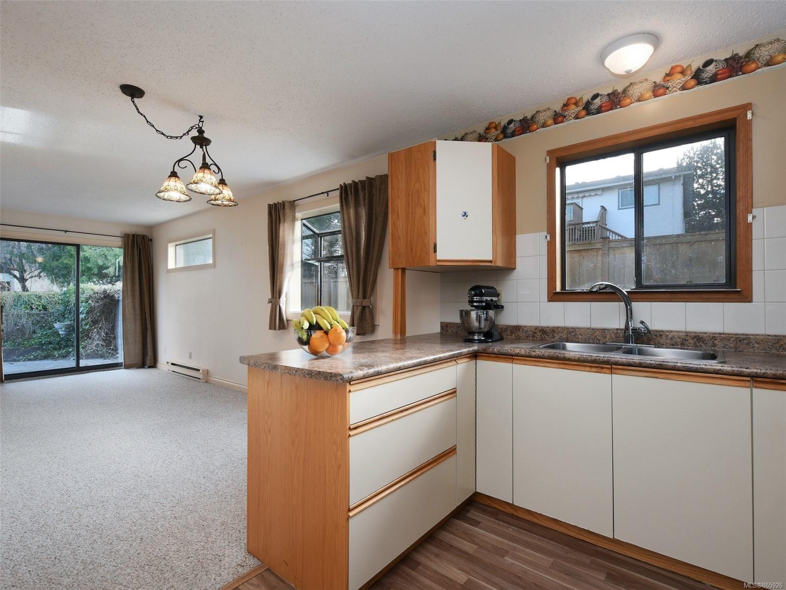 Photo 9: Photos: 8 4350 West Saanich Rd in : SW Royal Oak Row/Townhouse for sale (Saanich West)  : MLS®# 865926