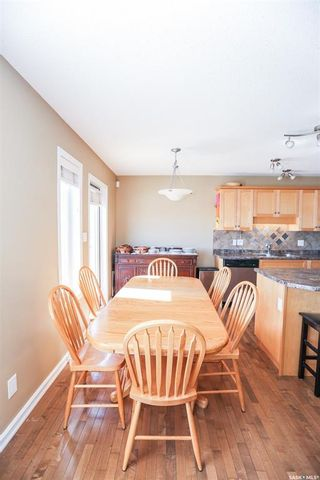 Photo 4: 705 6th Avenue South in Warman: Residential for sale : MLS®# SK840736