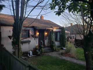 Photo 2: 2132 HAMILTON STREET in New Westminster: Connaught Heights House  : MLS®# R2442760