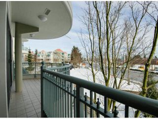 """Photo 8: 201 1705 MARTIN Drive in Surrey: Sunnyside Park Surrey Condo for sale in """"Southwynd"""" (South Surrey White Rock)  : MLS®# F1404633"""