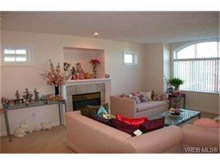 Photo 5: 4212 Oakview Pl in VICTORIA: SE Lambrick Park House for sale (Saanich East)  : MLS®# 348217
