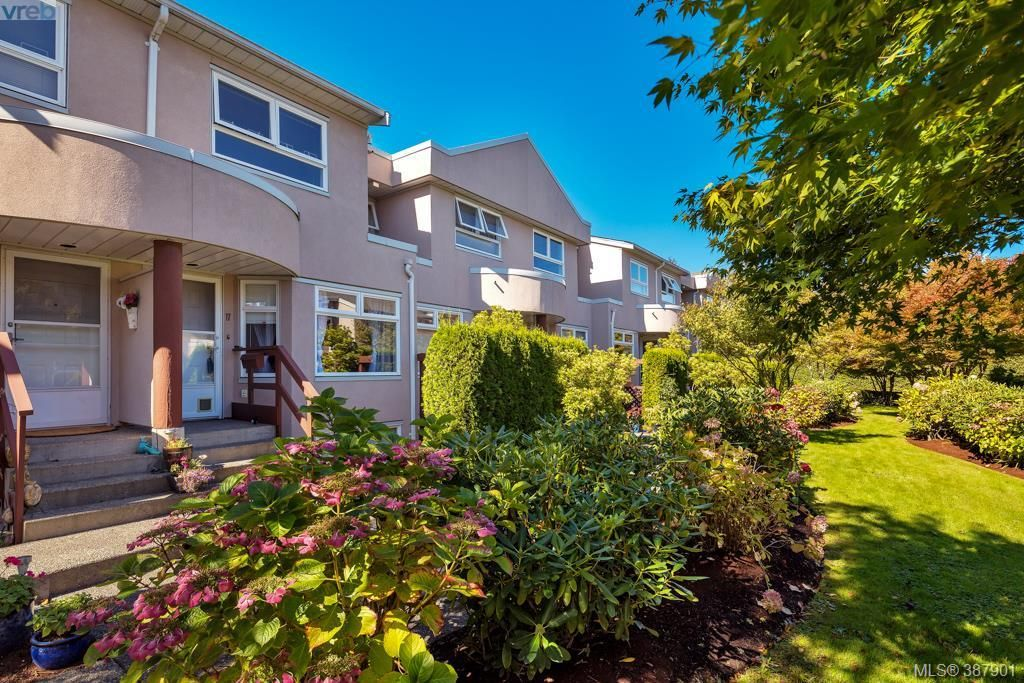Main Photo: 17 478 Culduthel Rd in VICTORIA: SW Gateway Row/Townhouse for sale (Saanich West)  : MLS®# 779467