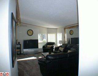 """Photo 6: 27A 24330 FRASER Highway in Langley: Otter District Manufactured Home for sale in """"LANGLEY GROVE ESTATES"""" : MLS®# F1002102"""