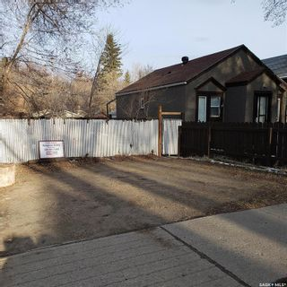 Photo 3: 112 N Avenue South in Saskatoon: Pleasant Hill Residential for sale : MLS®# SK849460